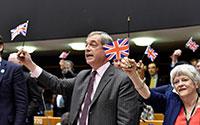 Parlamento Europeu censura bandeiras nacionais e discurso de Farage